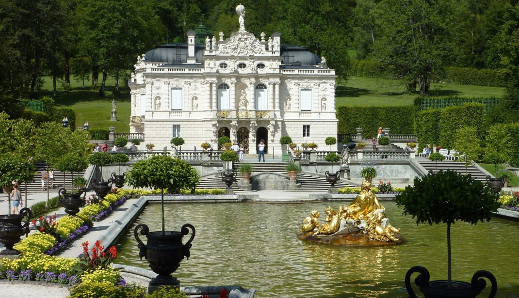 palace linderhof with water games and pools