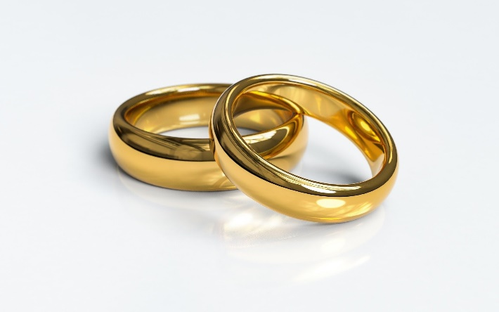 Two wedding rings in gold
