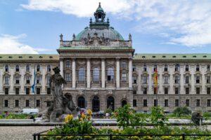 Justizpalast mit Neptunbrunnen