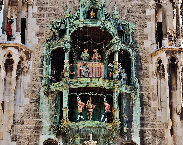 Rathaus und Glockenspiel