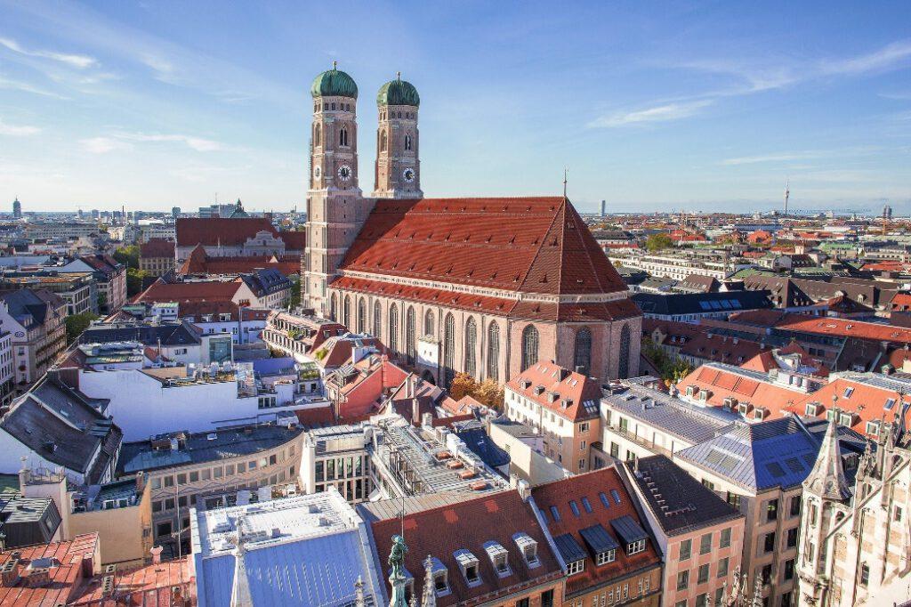 Panoramaaufnahme von Frauenkirche vom Rathaus fotografiert