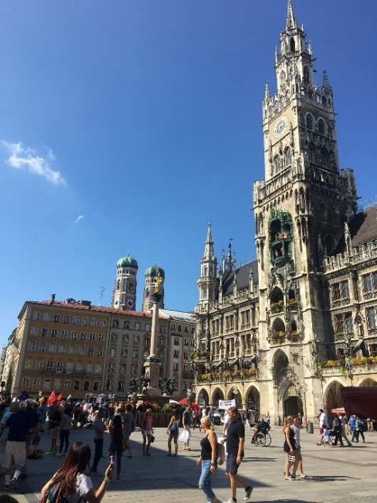 town hall with glockenspiel and Frauenkirche in the background