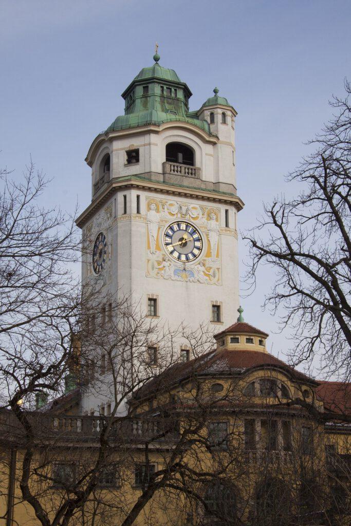 Turm Müllersches Volksbad mit Turmuhr