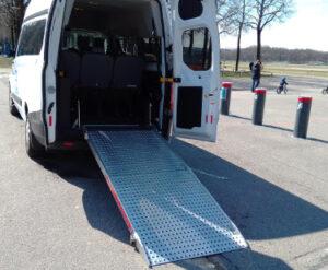 Beförderung von Rollstuhlfahrern: Rollstuhlrampe