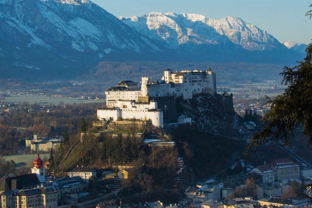 Salzburg Festung mit Bergen im Hintergrund