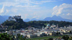 Salzburg mit Festung und Stadt im Vordergrun
